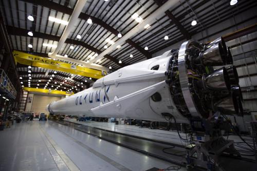 Cohete en el cosmódromo para ilustrar la reseña